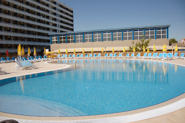 Hotel aurora mamaia hotel in statiunea mamaia for Hotel cu piscina